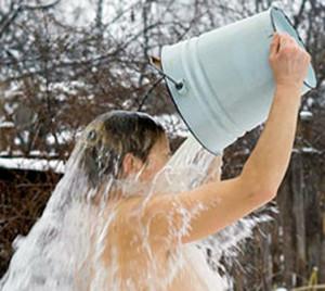 Обливаюсь холодной водой при любой погоде