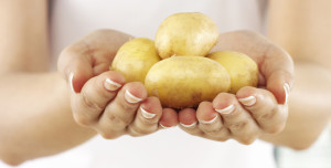 картошку как мячик
