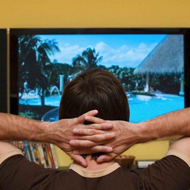 muzhchinam-opasno-dolgo-sidet-pered-televizorom