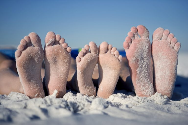 Отеки и боли заройте в песок