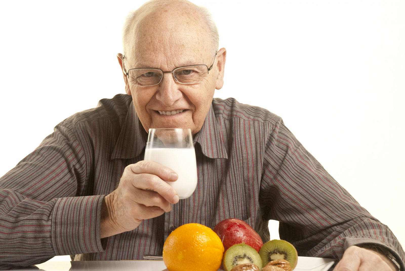 Молоко для пожилых вредно?
