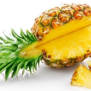 Я съедал по кусочку ананаса, посыпав его куркумой