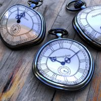 Старые часы отстают…